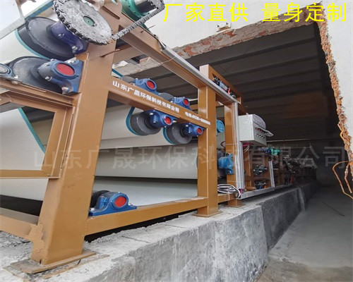 污泥脫水機現(xian)場(chang)